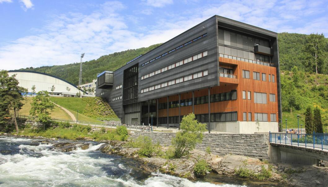 Høgskulen på Vestlandet starter i haust eit studieopplegg for lærarar som ikkje har fullførd utdannelsen. Her frå campus i Sogndal.