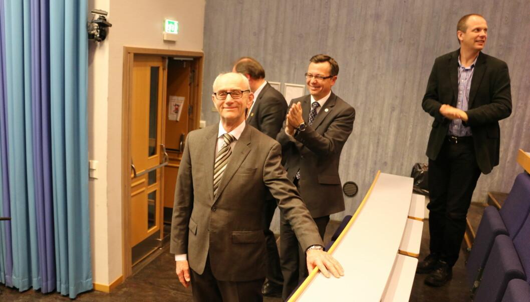 Jan Fridthjof Bernt ble egentlig pensjonist i 2013, men er fremdeles aktiv forsker. Her fra avskjedsforelesningen. Foto: Dag Hellesund