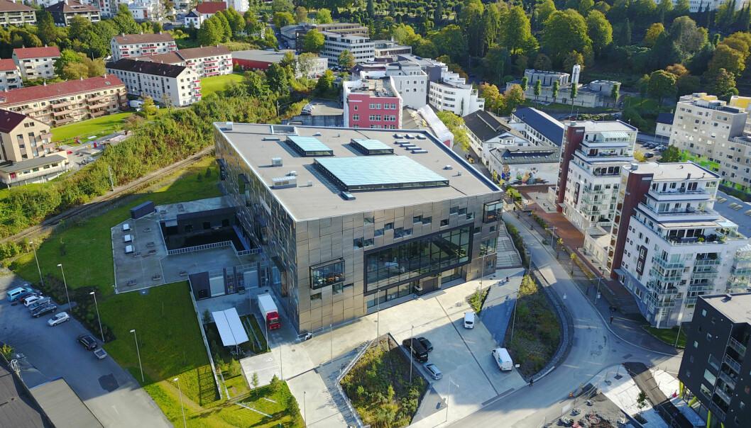 Resten av Fakultet for kunst, musikk og design har flytta inn i eit nytt bygg på Møllendal i Bergen. Til venstre for bygget kan det koma eit nytt bygg for Griegakademiet - Institutt for musikk. Det vil koma bybanestopp like ved.