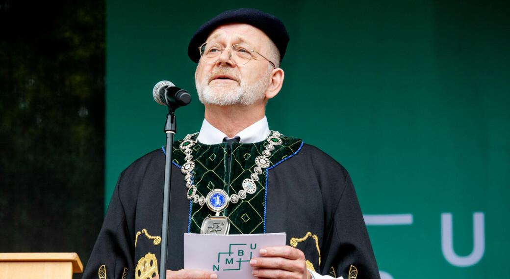 NMBU-rektor Sjur Baardsen beholder gjerne rektorkappen i fire nye år.