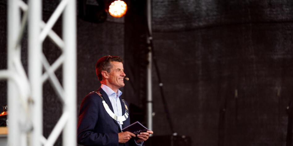 Universiteta må sørge for at me aldri sluttar å tenke oss om, sa rektor Klaus Mohn i sin tale til nye studentar ved Universitetet i Stavanger. Foto: UiS