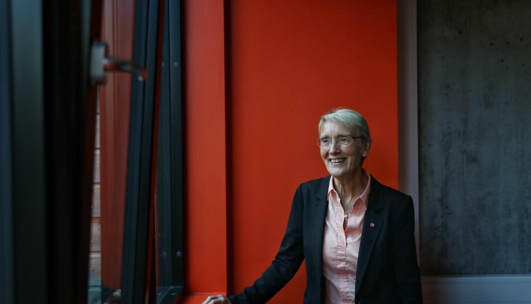 NTNU-rektor Anne Borg advarer mot permanent å stykke opp fagmiljøene for å kunne tilby desentralisert utdanning.