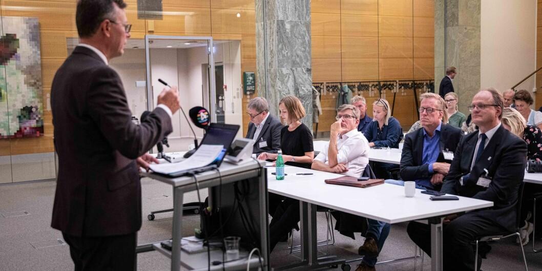 UHR-leder Dag Rune Olsen reagerer på at Iselin Nybø, her på fremste benk, tok muntlig kontakt med UiTs rektor. Foto: Siri Øverland Eriksen