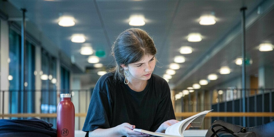Tiril Flatebø deltar på  Honours-programmet til Universitetet i Oslo, og visste at debatten om elitestudenter ville komme. Foto: SIr Øverland Eriksen