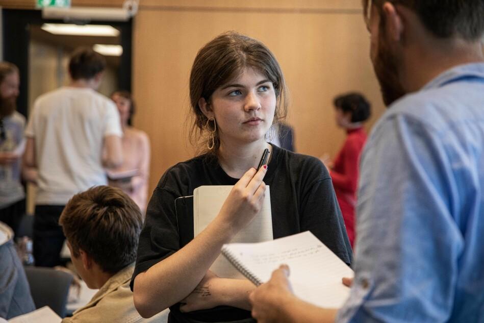 Flatbø synes det er en spennende diskusjon om sosioøkonomisk status fører til bedre karakterer på videregående, som igjen fører til klasseskiller. Men hun sier dette ikke utelukkende gjelder honours-programmet. — Da må vi snakke om medisinstudiet og jusstudiet som elite også, sier hun. Foto: Siri Øverland Eriksen