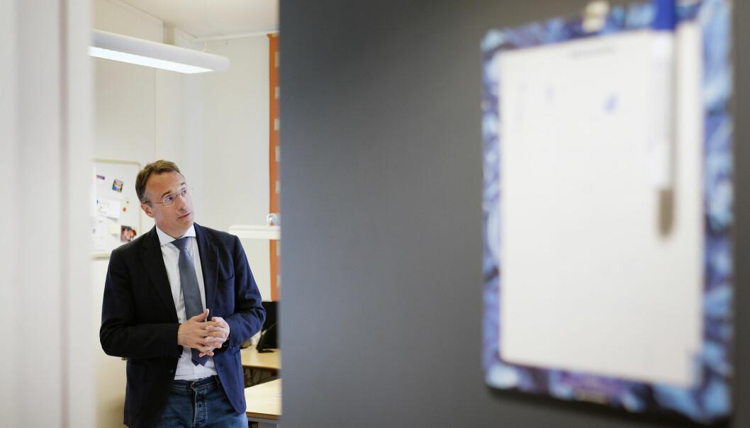Rektor Johann Roppen seier det er spesielt å kommunisera via advokat, slik høgskulen no gjer med Audhild Gregoriusdotter Rotevatn. Foto: Øystein Torheim