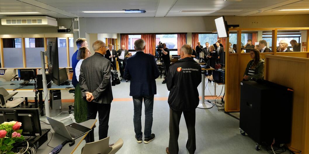 Mykje folk samla då dåverande forskings- og høgare utdanningsminister Iselin Nybø besøkte Avdeling for mediefag i august 2019 for å gi klarsignal til nytt bygg. Allereie då var det endringar i leiinga ved avdelinga.