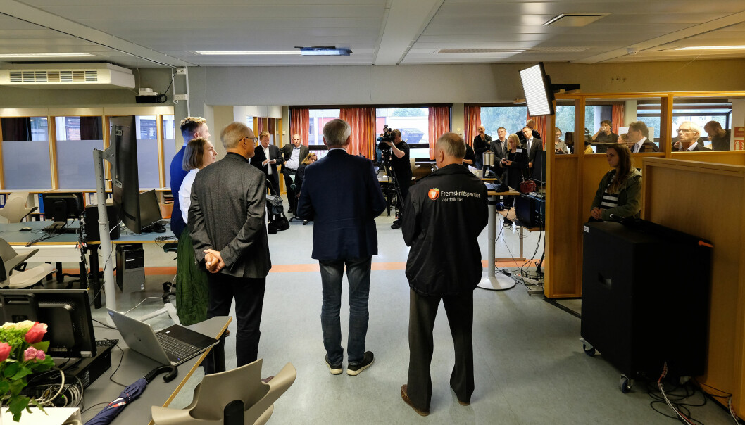 Mykje folk samla då Iselin Nybø vitja Volda i august og fortalde om at ein kunne byrja arbeidet med det nye mediebygget. Foto: Øystein Torheim