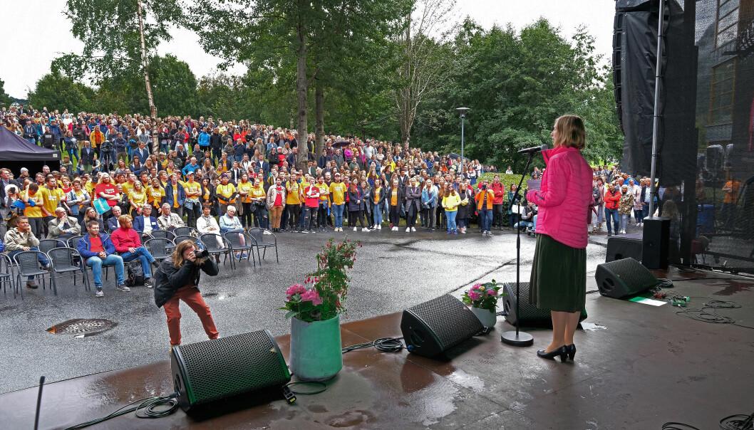 Dåverande forskings- og høgare utdanningsminister Iselin Nybø helsa velkommen til studiestart i august i fjor. Så tett kan studentane neppe stå ved semesterstart 2020.