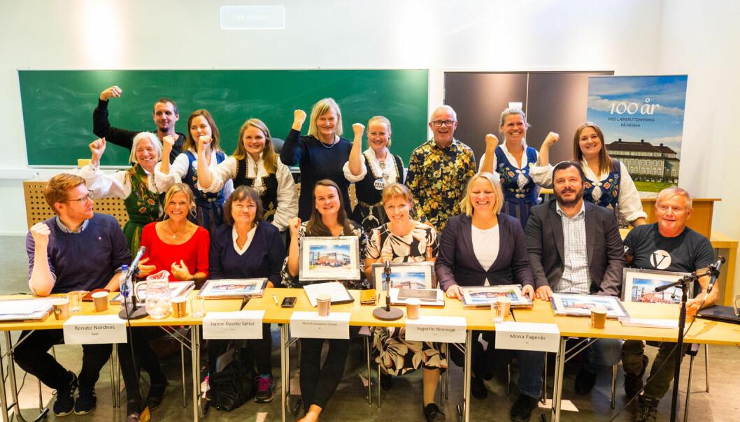 Paneldeltakere, ordstyrer, ordfører og arrangementskomite. Foto: Hans Petter Sørensen