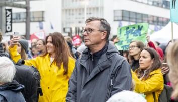 Rektor Dag Rune Olsen stilte opp for Klimabrølet i Bergen fredag. Foto: Tor Farstad