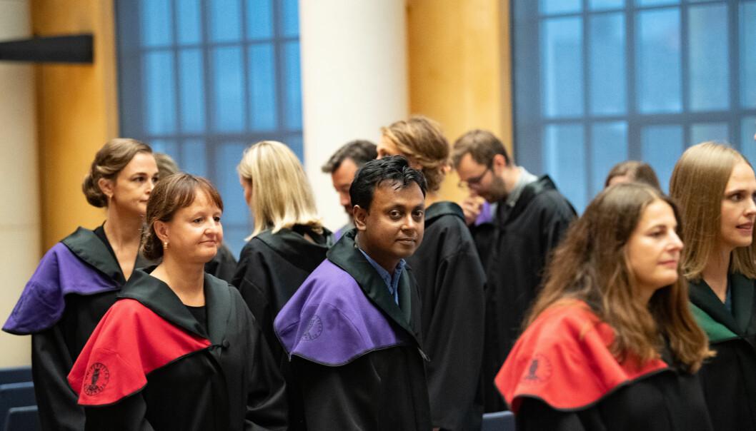 Det er mange kvinner som tek doktorgrad. Men korleis kan institusjonane sikra at dei vert i akademia, og at dei når til topps på den akademiske stigen? Biletet er frå doktorpromosjon ved Universitetet i Bergen hausten 2019.