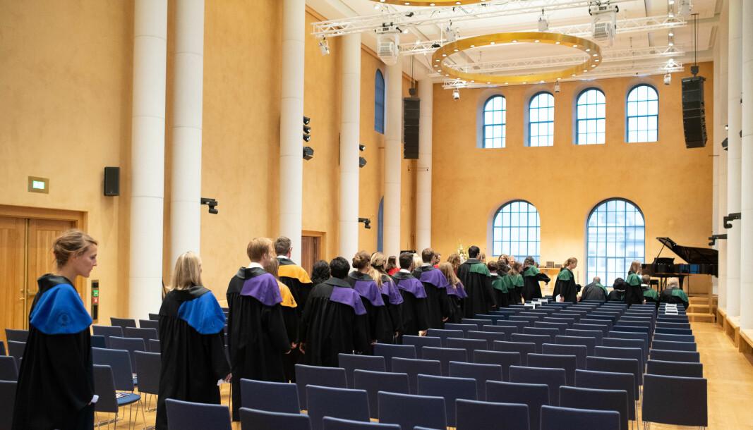 Først tar de doktorgrad, så blir en del av dem postdoktorer. Men hva skjer da? Mange forsker utenfor universitetene, skriver Steinar Bøyum og Silje Bringsrud Fekjær.