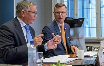 Universitetsdirektør Kjell Bernstrøm (t.v.) ved Universitetet i Bergen, mener at inndraging av penger begrenser fullmaktene til universitetene. Her sammen med rektor Dag Rune Olsen.