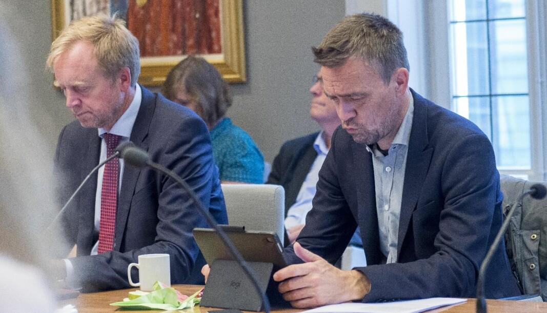 Både Jørgen Melve (til høyre) og Bjørn K. Haugland mener UiB må være tydelige når de skal møte Norce. For ordens skyld: Bildet er tatt før pandemien, i tiden man hadde fysiske styremøter.