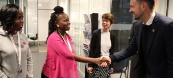 Utviklingsministeren gir 100 studieplasser til studenter fra sør