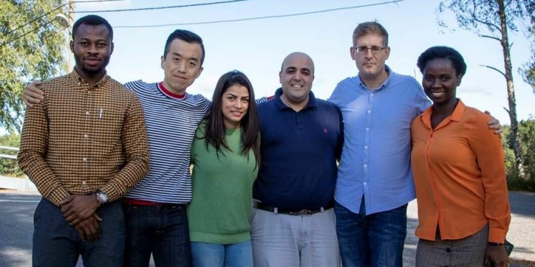 Disse seks utgjør UiAs nye forskningssenter. Fra venstre: Prince Baah-Peprah, Liang Zhao, Amy Ann Vik, Rotem Shneor, Daniel Berliner og Priscilla Serwaah. Foto: Universitetet i Agder