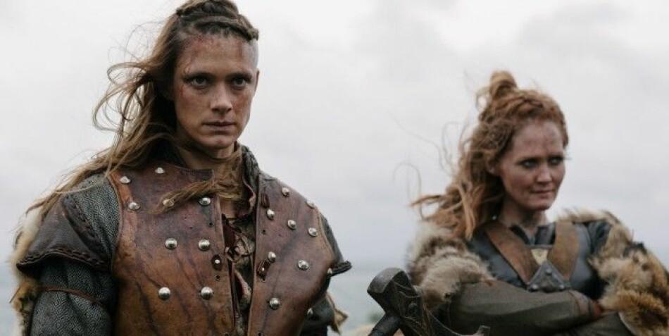 Alfhildr, spilt av Krista Kosonen og Urd, spilt av Ágústa Eva Erlendsdóttir snakker begge på norrønt i deler av serien. Foto: HBO Nordic