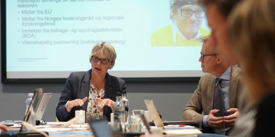 Trine Syvertsen leder styremøtet på OsloMet. Foto: Ketil Blom Haugstulen