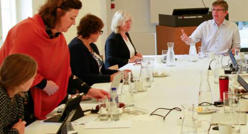 Ber universitetsdirektøren lage felles retningslinjer for foreldrepermisjon