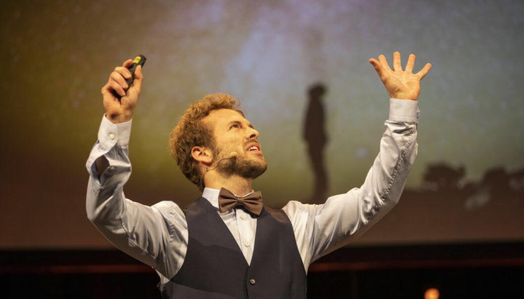 Ben David Normann med gode råd til årets delfinaledeltakere i Forsker Grand Prix. Foto: David Jensen, UiT
