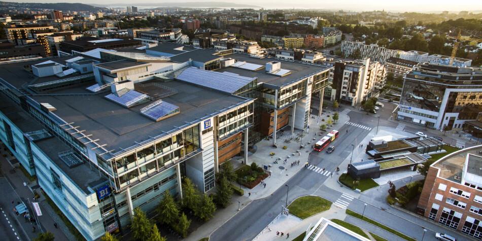 Leiinga opplyser at det er heilt trygt å gå på forelesning og opphalde seg på Handelshøgskulen BI sin campus i Nydalen i Oslo. Foto: Handelshøyskolen BI