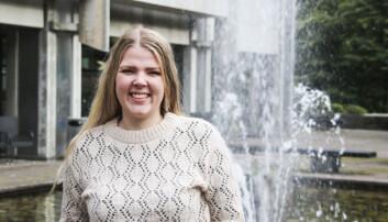 Sara Sekkingstad (26) tar permisjon frå studia UiB for å vere ordførar i nye Alver kommune dei neste fire åra. Foto: Dag Hellesund