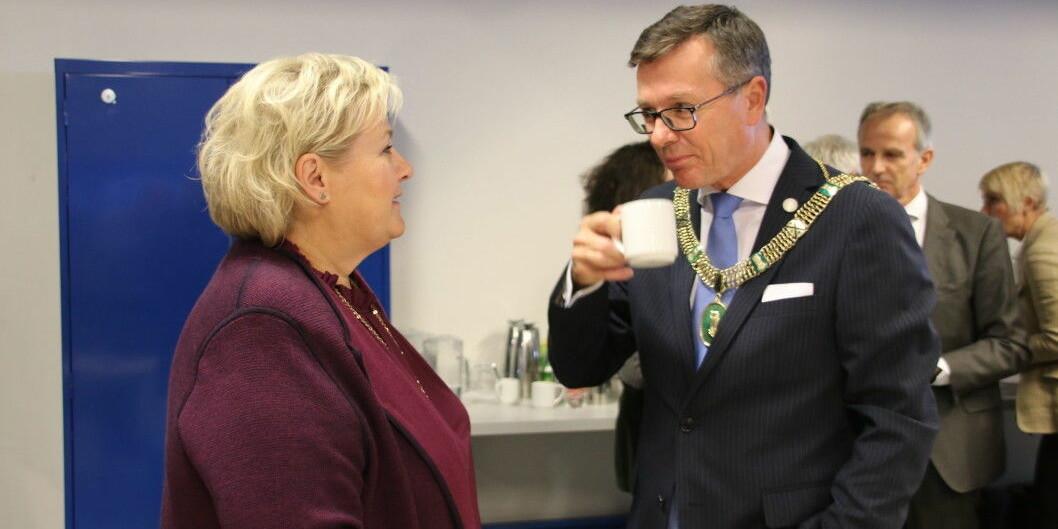 Rektor ved Universitetet i Bergen, Dag Rune Olsen, var blant universitetstoppene som møtte statsminister Erna Solberg på møtet om havvind i Bergen nylig. Foto: Dag Hellesund