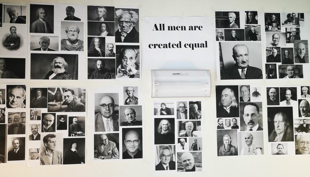 Fra aksjonen på Institutt for filosofi og religionsvitenskap, NTNU. Plakater med bilder av mannlige filosofer og teksten «All men are created equal» ble hengt opp på instituttet. Foto: Privat