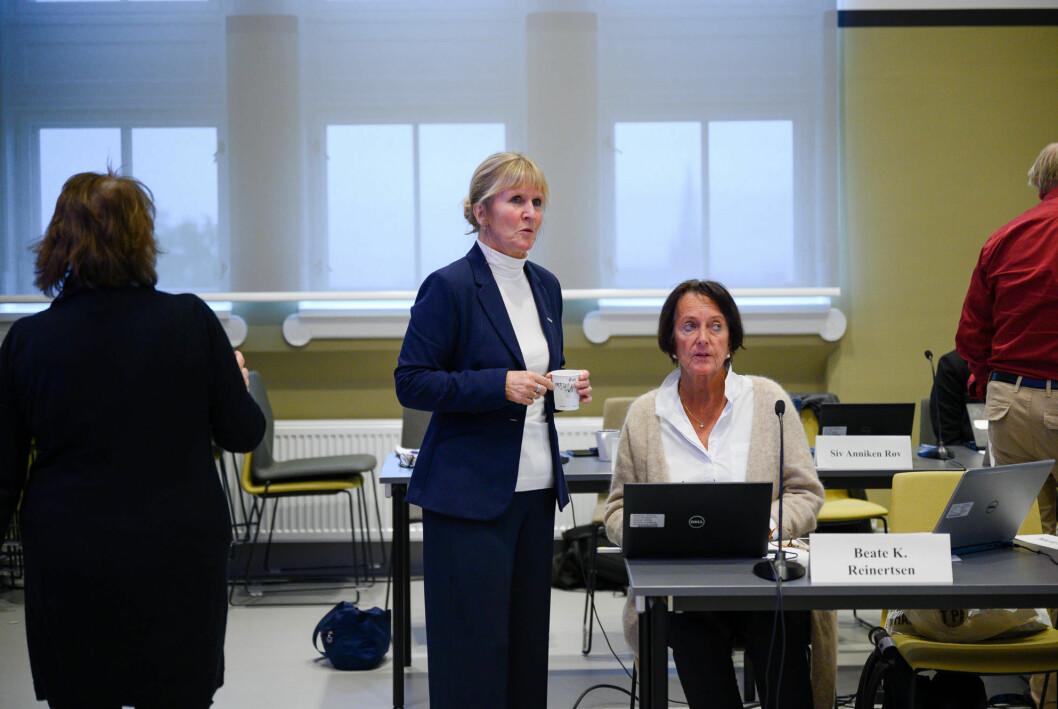 Ida Munkeby (i midten) fratrer sin stilling som organisasjonsdirektør i august. For å erstatte henne og nåværende økonomi- og eiendomsdirektøren blir det nå opprettet en ny