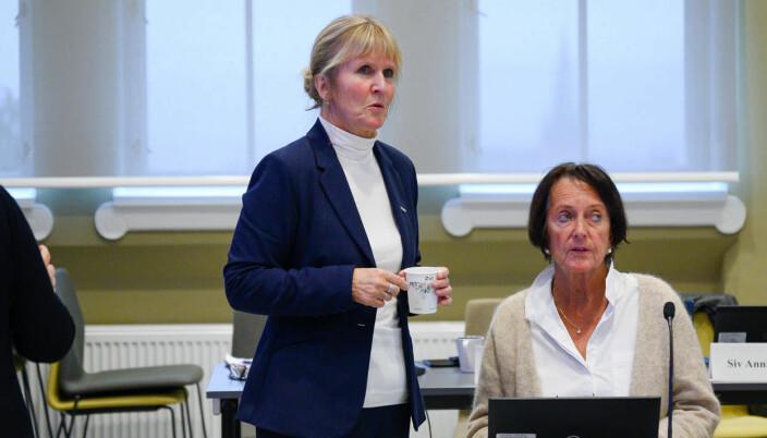 Organisasjonsdirektør Ida Munkeby. Her sammen med sekretær for universitetsstyret, Beate Reinertsen.