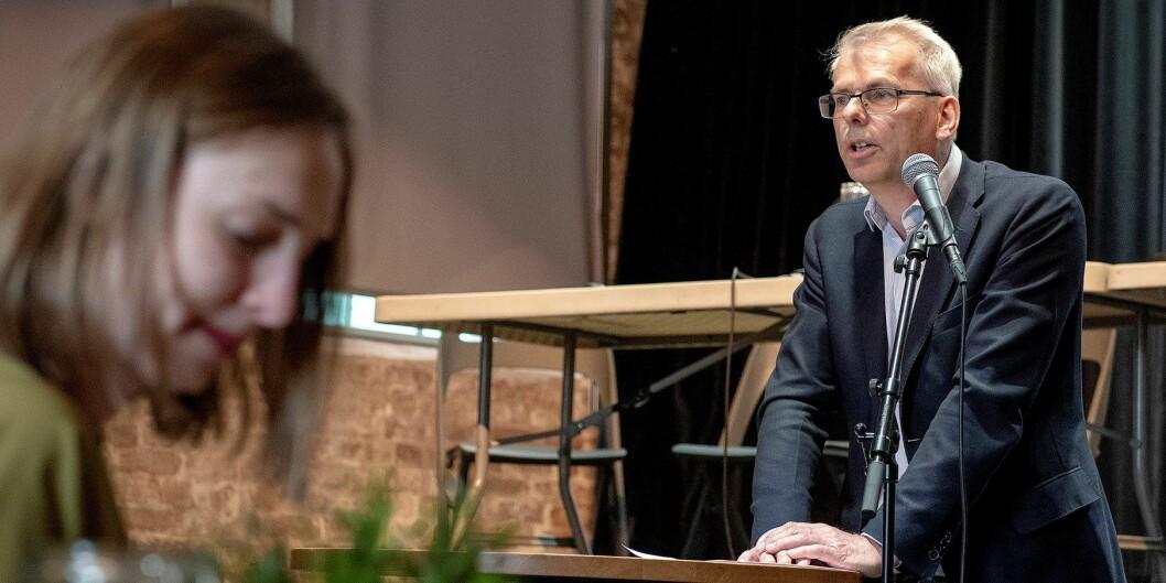 Ansatt rektor ved NHH, Øystein Thøgersen, her sammen med statsråd Iselin Nybø, mener enhetlig ledelse på instituttnivå er logisk. Foto: Helge Skodvin/NHH
