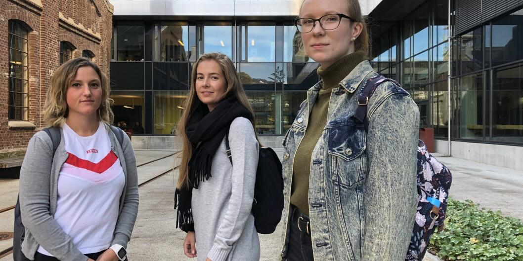 Barnehagelærstudentene på HVL er sinte og fortvilte etter to år med kaotiske tilstander på studidet. Fra venstre: Else-Marit Tørmo Jonassen, Kjersti Sandanger og Bente Todnem. Foto: Njord V. Svendsen