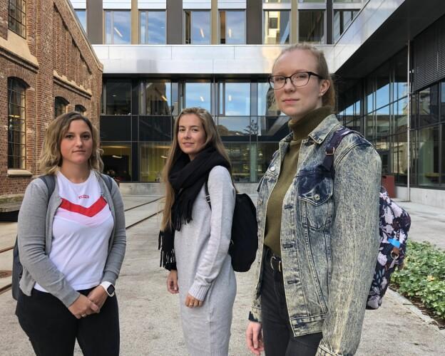 Barnehagelærstudentene på HVL er sinte og fortvilte etter to år med kaotiske tilstander på studidet. Fra venstre: Else-Marit Tørmo Jonassen, Kjersti Sandanger og Bente Todnmen. Foto: Njord V. Svendsen