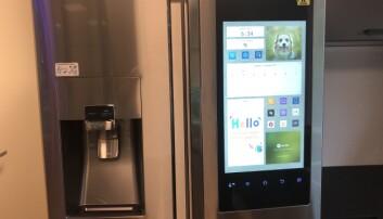 Kjøleskapet i smarthuset, med stor interaktiv skjerm. Foto: Kai T. Dragland/NTNU