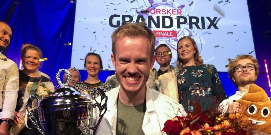 En glad vinner av Forsker Grand Prix. Søvnforskeren Daniel Vethe. Foto: Ynge Vogt / UiO