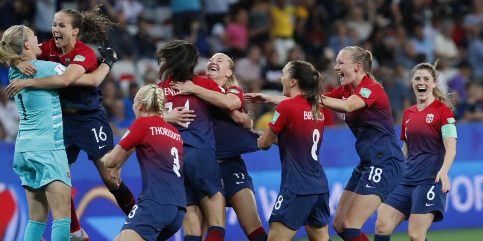 Kvinnelige fotballspillere skal for første gang forskes på. Her fra seieren over Australia i åttendedelsfinalen i Fotball-VM for kvinner i 2019. Foto: Terje Bendiksby / NTB scanpix
