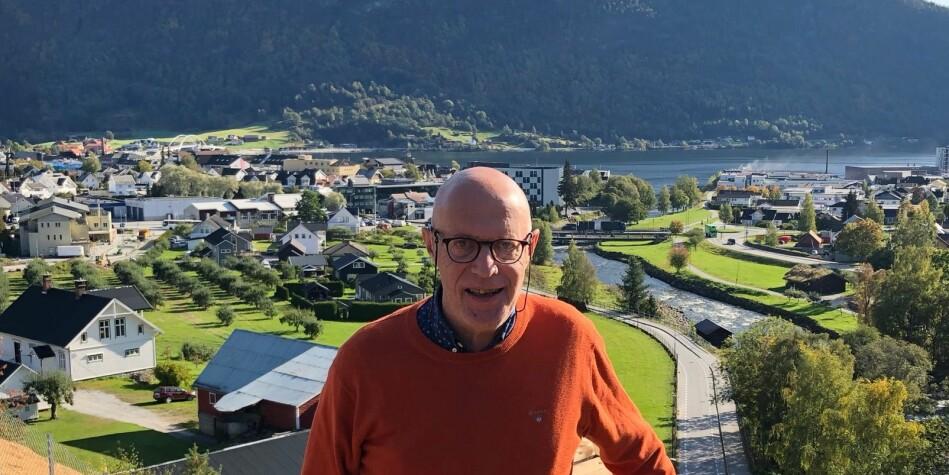 Seniorrådgivar Georg Einar Arnestad, Høgskulen på Vestlandet (HVL), takkar av på Campus Sogndal. Foto: Tove Lie