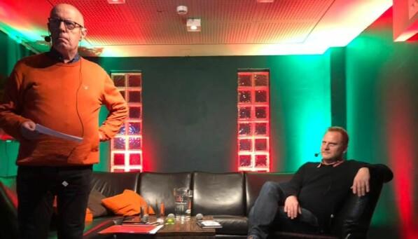 Georg Arnestad og Frank Rossavik under Tysdagsdebatten på Meieriet i Sogndal. Foto: Tove Lie