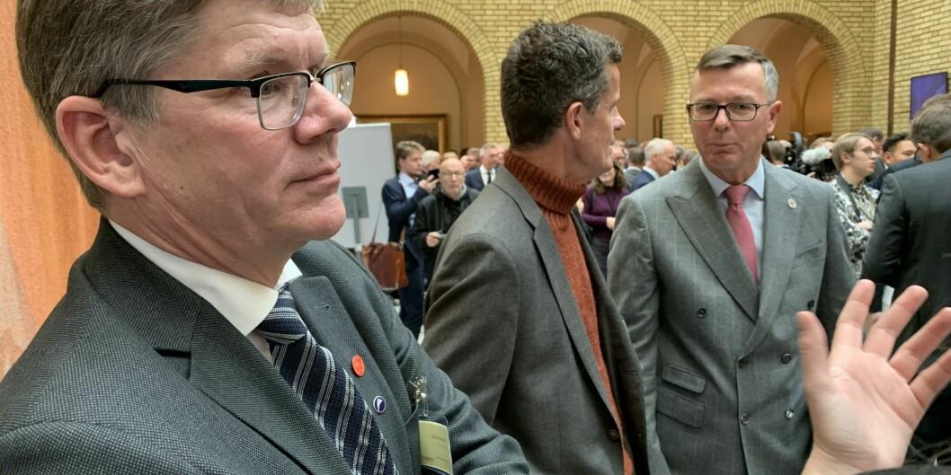 Rektor på Universitetet i Oslo, Svein Stølen (tv) og rektor på Universitetet i Bergen, Dag Rune Olsen (th) har ikke hatt så god uttelling økonomisk de siste fire årene som Universitetet i Agder og rektor Klaus Mohn (i midten). Foto: Øystein Fimland