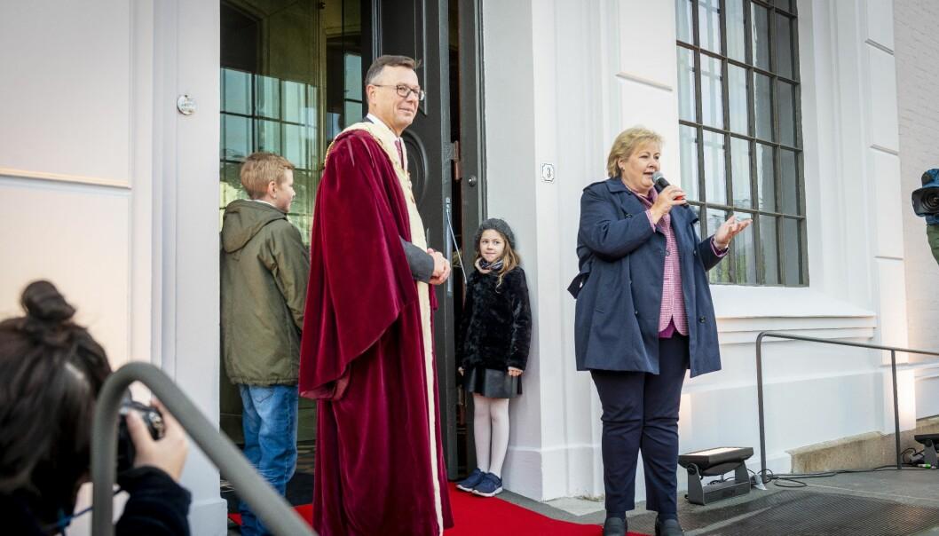 Erna Solberg nyopna museet ved Universitetet i bergen i dag. I kveld vert det lysshow. Foto: Tor Farstad