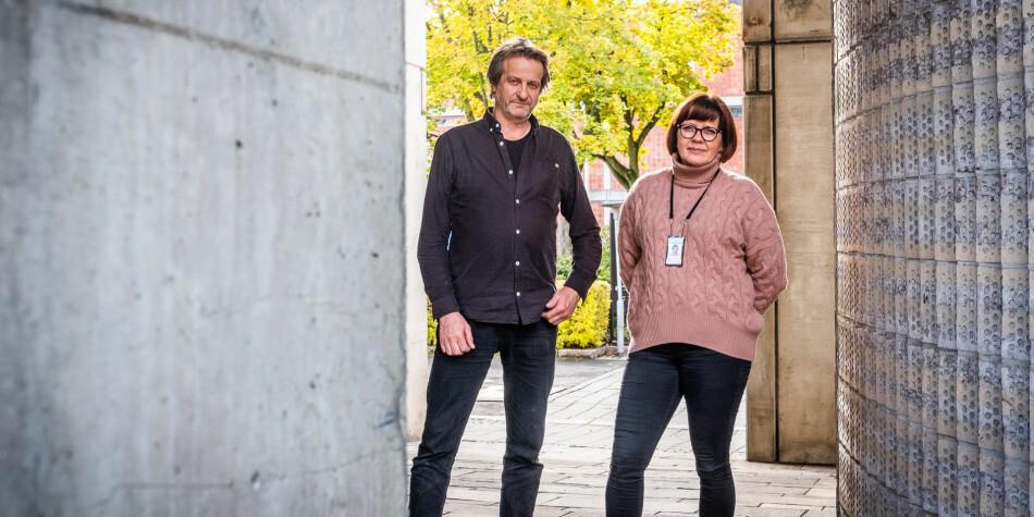 Åsmund Birkeland, høgskolelektor, og Birgitte Ellefsen, førsteamanuensis, stiller seg undrende til at regjeringen overstyrer Politihøgskolens styre i spørsmål om studiestedstruktur. Foto: Torkjell Trædal