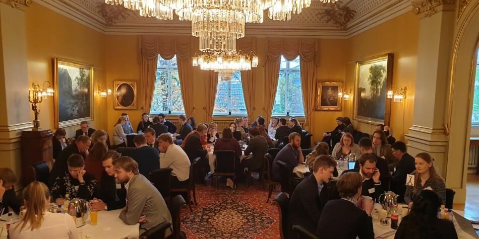 Landets studenttopper var samlet i regjeringens representasjonsbolig for å idemyldre løsninger for studenter psykiske helse. Foto: Mats Arnesen.