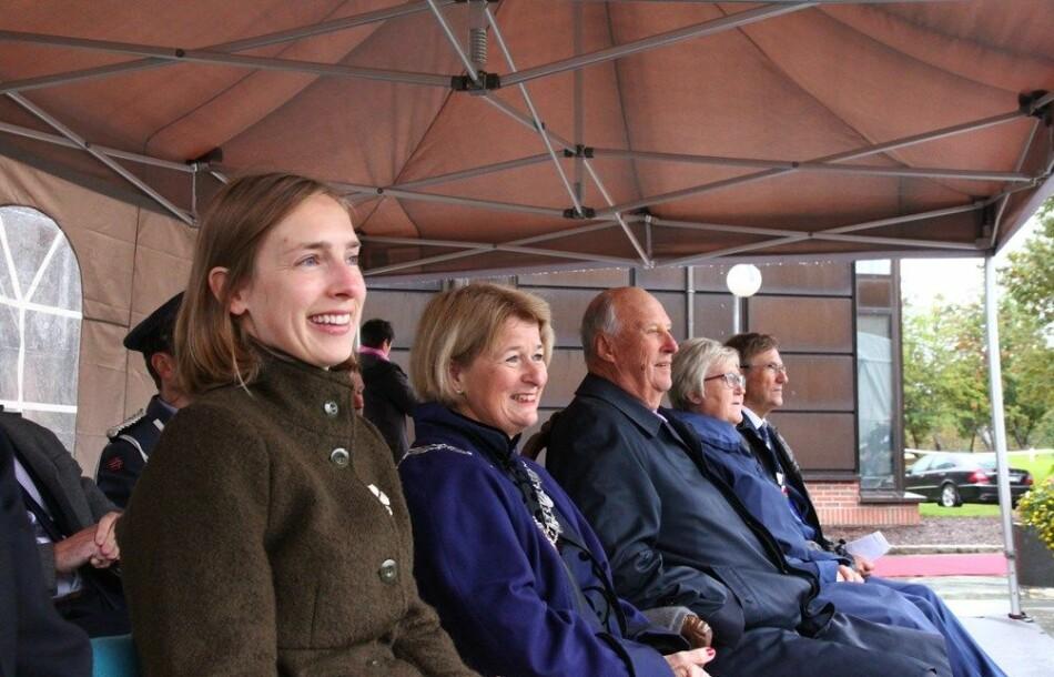 Statsråd Iselin Nybø (til venstre) og Anne Husebekk er uenige om innholdet i samtalene de hadde om UiTs vurderinger av mulig utdanningssamarbeid på Helgeland. Bildet er fra UiTs 50-årsjubileum. Foto: Kunnskapsdepartement
