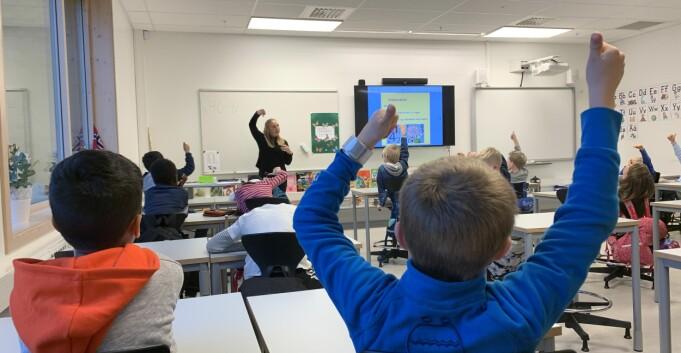 Grunnskolelærere: 349 tomme studieplasser, Nybø bekymret
