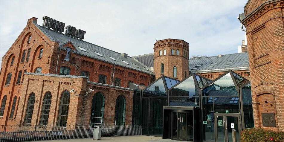 Rektor ved Kunsthøgskolen i Oslo, Måns Wrange, mener høgskolen tok et etisk riktig valg da teaterlæreren mistet jobben. Foto: Mats Arnesen