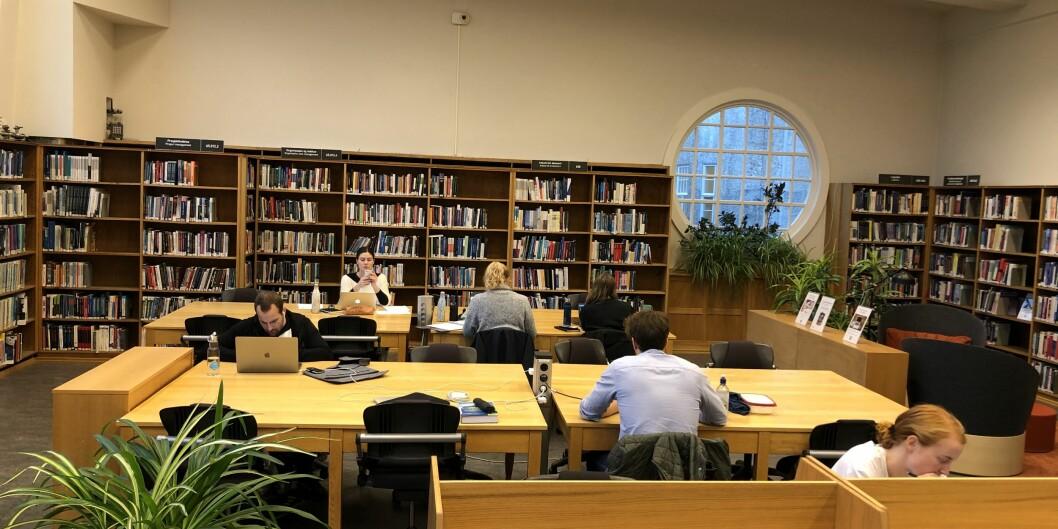 Studenter i de nordiske landene har svært ulikt nivå på lån og stipender, ifølge en ny rapport. Det er også store forskjeller på hvor mye studentene jobber utenom studiene. Foto: Tove Lie