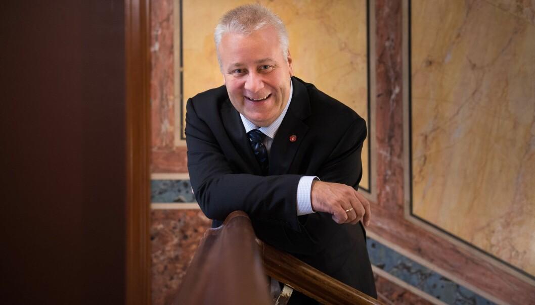 Tidlegare matminister Bård Hoksrud likar forslaget om kjøtfritt julebord svært dårleg. Foto: Torbjørn Tandberg