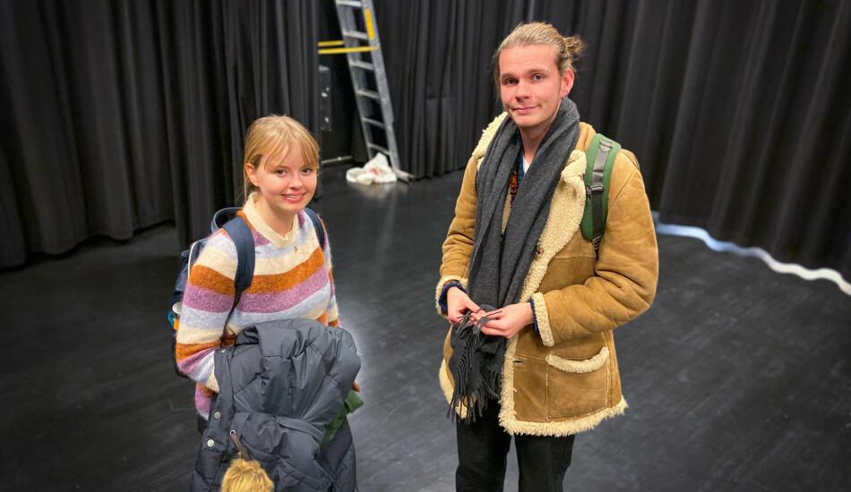 Serina Solås Børve og Elias Dueland Holmen begynte på studiet i drama- og teaterkommunikasjon ved OsloMet i høst. De ble overrasket over hvor mange som møtte opp. Foto: Torkjell Trædal