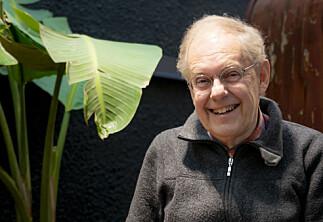 Etter fylte 60 vart Gunnstein Akselberg ein kjendis-professor. No ventar ein ny sesong av «Eides språksjov»